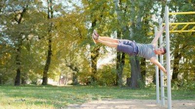 Программа тренировки на турнике и брусьях: самые эффективные упражнения