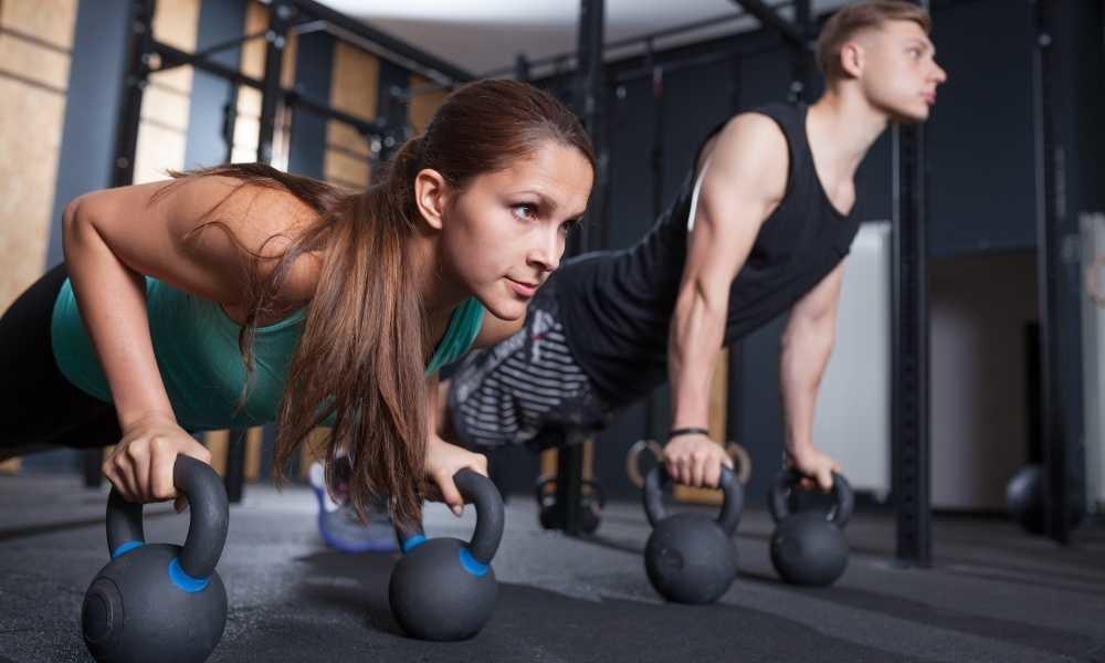 упражнения на грудь с гирей