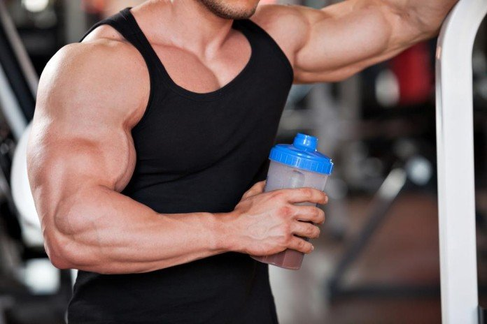 атлет с протеином