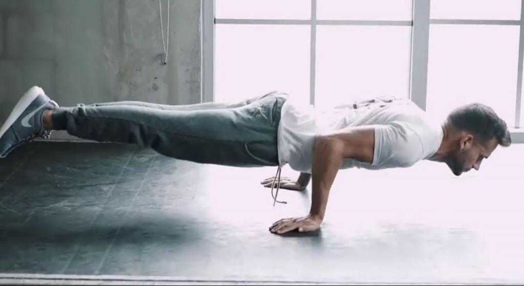 Стойка под 90° (скриншот из видео)