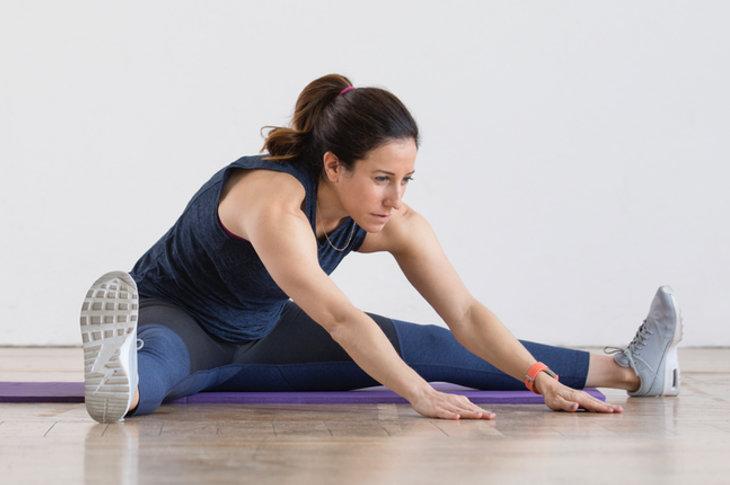 Упражнение на растяжку ног