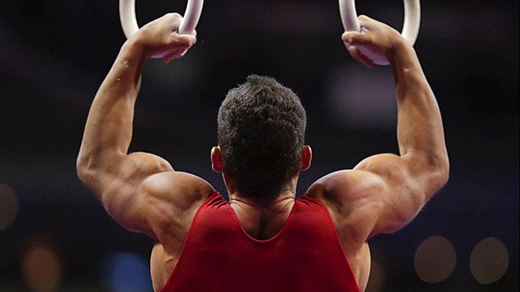 атлет тренируется
