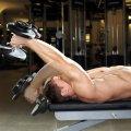 """Упражнение """"Пуловер"""" лежа с гантелей: техника выполнения, какие мышцы работают"""