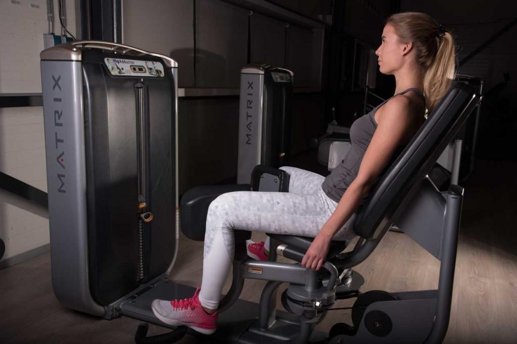 сведение и разведение ног в тренажере