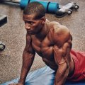 Как накачать грудные мышцы в домашних условиях: программа тренировок, базовые упражнения