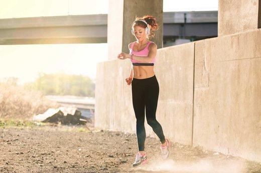 Расход калорий при быстрой ходьбе или беге