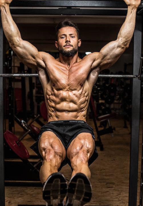 атлет на тренировке