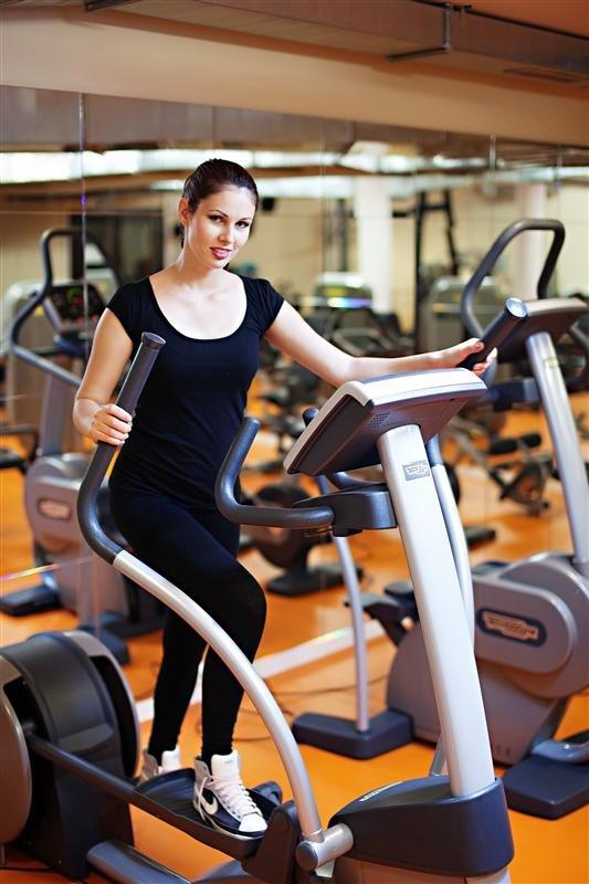 бег кардио дорожка девушка фитнес