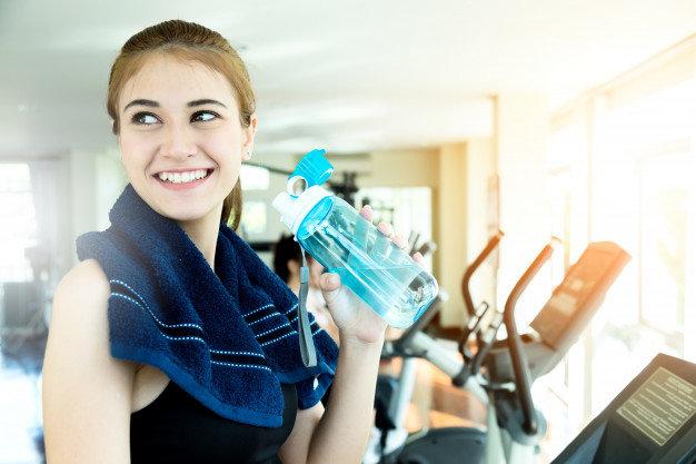 бег тренировки пить вода фитнес