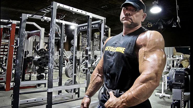 Качает мышцы