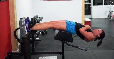 Наклоны с использованием козла: описание упражнений, гиперэкстензия, пошаговая инструкция выполнения и проработка мышц живота и тела