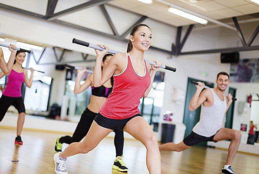 Групповое занятие фитнессом