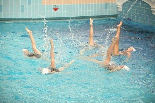 Секции в бассейне