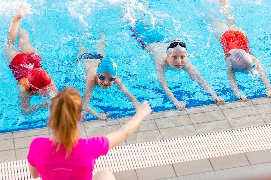 Уроки плавания в бассейне