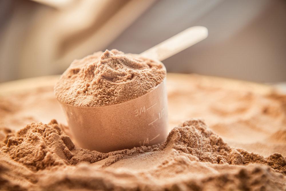 Что лучше: изолят или сывороточный протеин?