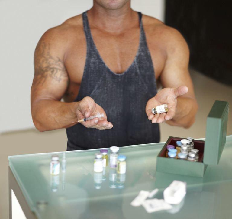 спортсмен принимает стероиды